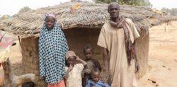 Abdou wraz z żoną i częścią dzieci
