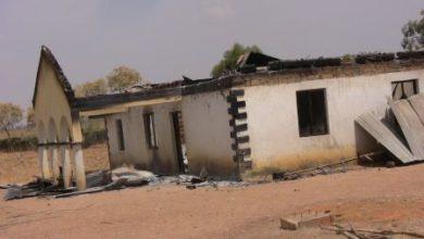 Dom spalony w jednym z ataków