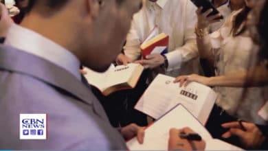 Photo of Znany bokser Manny Pacquiao mówi: życie jest za krótkie, czytajmy Biblię, instrukcję obsługi