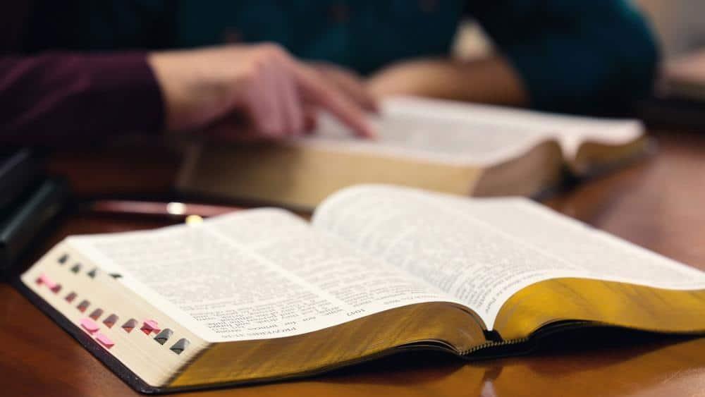 otwarte biblie