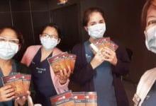 Photo of Argentyńskie pielęgniarki rozdają tysiące egzemplarzy Nowego Testamentu