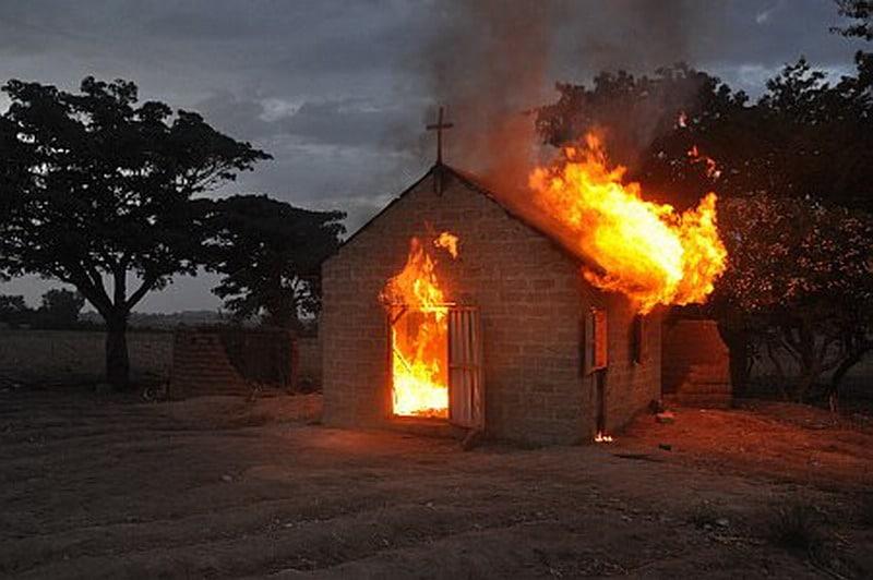 Nigeria płonący kościół